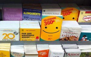 Meu livro ( Felicidade 360º ) exposto no Aeroporto de Congonhas para venda.